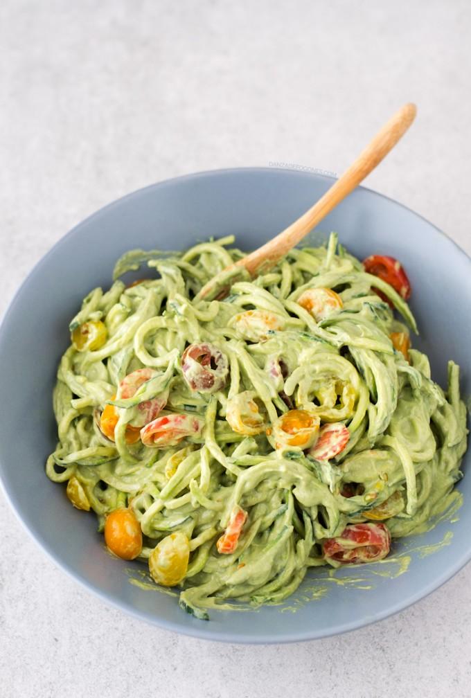 Espaguetis calabacin aguacate